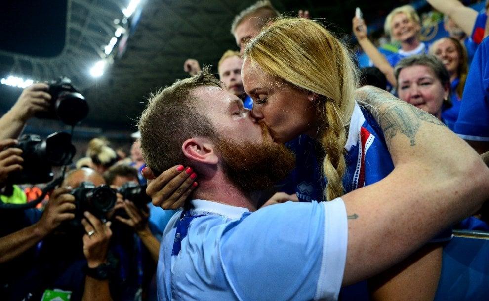 Euro 2016, la coppia più amata d'Islanda: il capitano Gunnarsson e la sua wag Kris Jonasdottir
