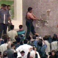 Iraq, l'uomo che abbattè la statua di Saddam Hussein:
