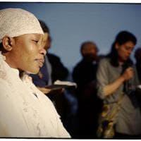 Omicidio Fermo, il pianto di Chinyery alla veglia del suo compagno