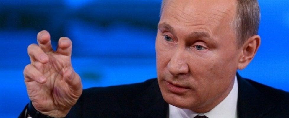 """Russia, Putin firma discussa legge Yarova contro il terrorismo. Snowden: """"Un giorno nero"""""""
