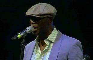 La voce ipnotica di Ola Onabulé