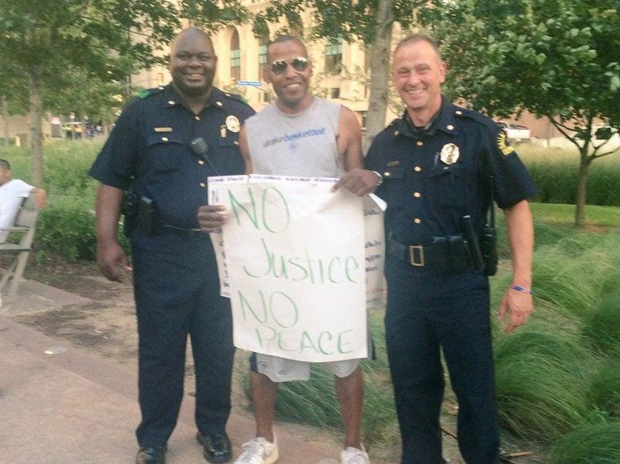 Dallas, la protesta pacifica prima degli spari
