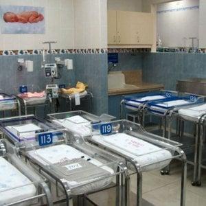 Natalità, in Italia nascono meno bimbi che in tutta la Ue