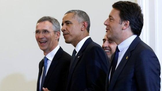 """Nato, Italia in Afghanistan oltre il 2016. Renzi: """"Interpelleremo il Parlamento"""""""