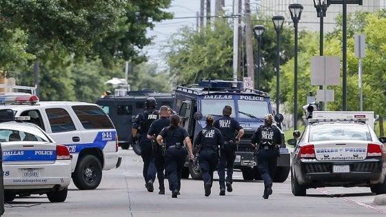 Usa, guerriglia urbana a Memphis: polizia uccide ragazzo afroamericano