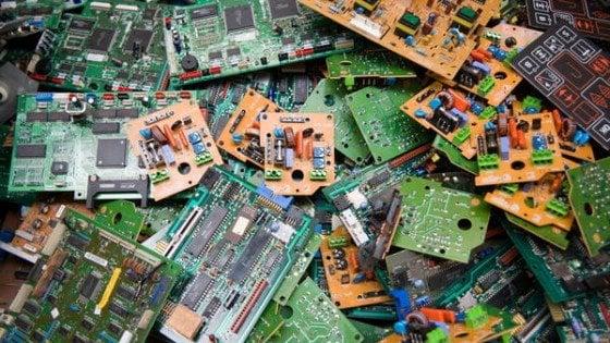 Dal 22 luglio i negozi dovranno ritirare gratuitamente i rifiuti hi-tech