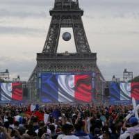 Euro 2016, lo spettacolo delle piazze: Parigi e Lisbona si fermano per la finale