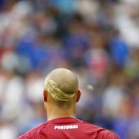 """Portogallo, il look """"piumato"""" di Quaresma per la finale"""