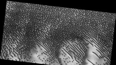 Quelle linee tracciate dal vento un codice Morse nelle dune di Marte?