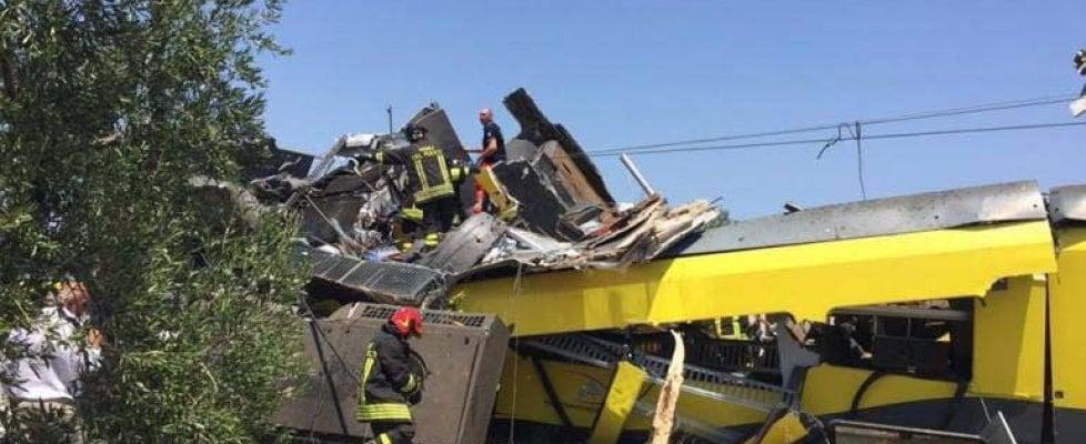 Scontro tra treni in Puglia, 27 morti, 50 feriti: il fonogramma ignorato, la pista dell'errore umano