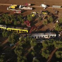 Scontro fra treni in Puglia, le immagini dal drone dei convogli e delle lamiere
