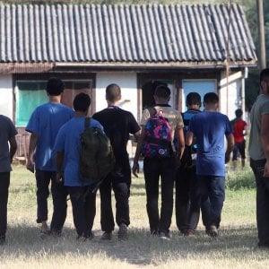 """Migranti, Ue: """"Regole uguali su asilo"""". Criteri standard e 10mila euro per ogni rifugiato"""
