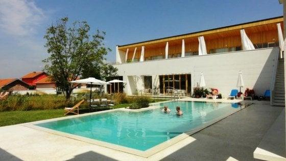Pristina, l'hotel dei Rom dove si costruisce la pace
