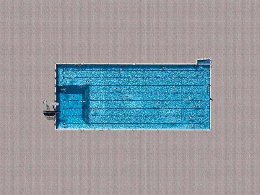 Splash effetto trampolino un tuffo nelle piscine viste dall 39 alto - Rectangle pool aerial view ...