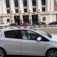Roma, la papamobile resta in garage: Bergoglio sull'utilitaria