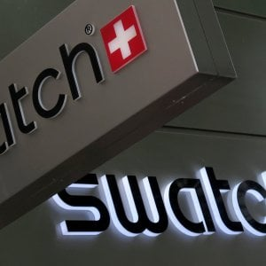 Si rompe il meccanismo dello Swatch: crollano i profitti, pesa anche il terrorismo
