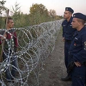 Ungheria, nuove leggi anti-migranti incompatibili con l'Unione Europea