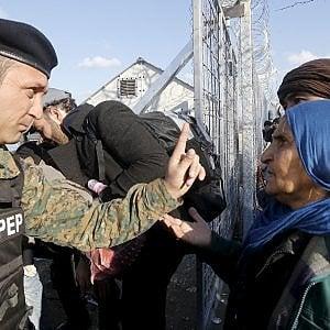 Frontiere ed export di armi: i profitti dei produttori con la crisi dei rifugiati