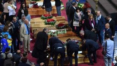 Scontro fra treni, ad Andria i funerali con Mattarella. S'indaga sui registri alterati