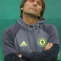 Tuta, urla e smorfie: l'esordio di Conte sulla panchina del Chelsea