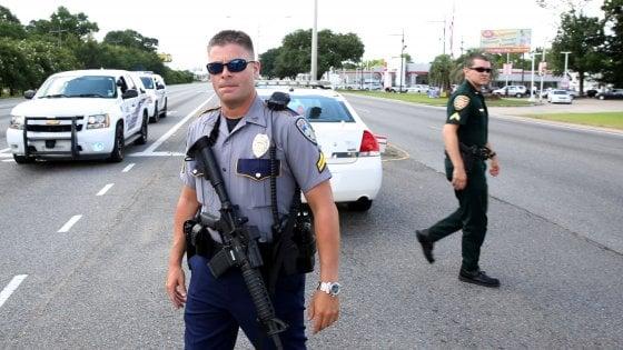 Usa, spari a Baton Rouge: tre agenti uccisi e tre feriti. Ucciso aggressore: è afroamericano di 29 anni