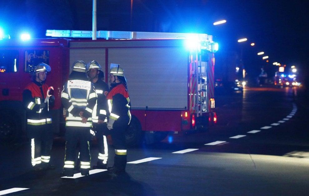 Germania, passeggeri attaccati sul treno da un uomo con ascia: i soccorsi