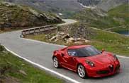 Alfa Romeo 4C, le storie d'amore viaggiano on line
