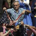 Convention Repubblicana: la bandiera Usa ''soffoca'' la protesta delle donne contro Trump