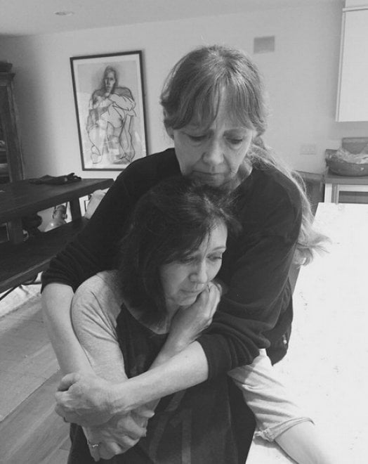 Il coraggio di Shannen Doherty: si rasa su Instagram preparandosi alla chemioterapia