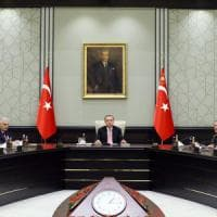 """Turchia, è stato d'emergenza. Erdogan: """"Ignorati da Ue per 53 anni, pena capitale non..."""
