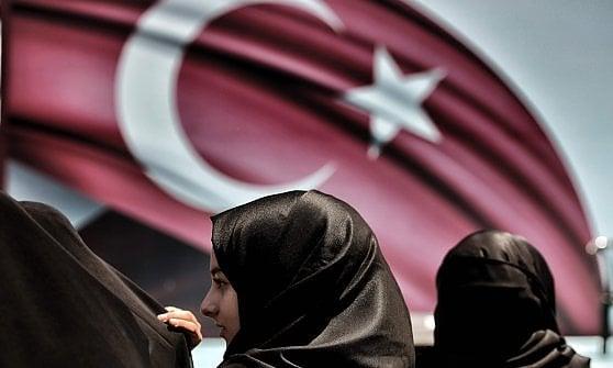 """Turchia, è stato d'emergenza. Erdogan: """"Ignorati da Ue per 53 anni, pena capitale non esclusa"""""""