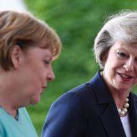 Brexit, May vola da Merkel a Berlino: le donne forti d'Europa a confronto