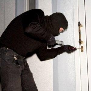 Furti in casa, contro i ladri gli italiani contano solo sui vicini