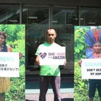 ''Salva il cuore dell'Amazzonia'', l'appello di Greenpeace a Siemens