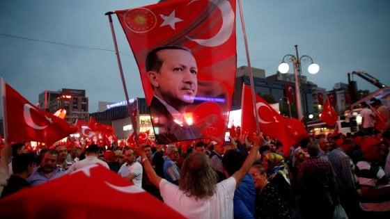"Erdogan: ""Stato d'emergenza prolungabile"". Obama: ""False accuse, americani a rischio in Turchia"""