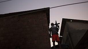 Un giorno qualunque nelle favelas gang, droga e armi vicino ai Giochi