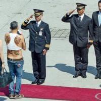 Thailandia, foto scandalo principe ereditario: arrestata moglie di giornalista britannico