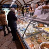 Prezzi dei pomodori in picchiata, caro sulle bollette dell'acqua: la mappa dell'Italia a...