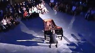 Firenze si sveglia con Anzovino il concerto all'alba nel chiostro