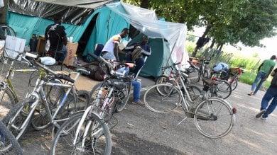 A Saluzzo tendopoli per 600 braccianti in attesa delle case promesse  foto