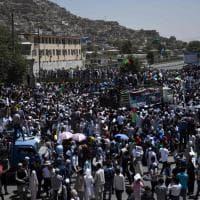 Kabul, strage dell'Is alla manifestazione: il corteo prima dell'attacco
