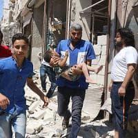 Siria, bombe su ospedali da campo ad Aleppo: ucciso bimbo di due giorni