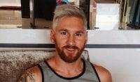 Biondo platino e barba  nuovo look per Messi