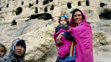 Afghanistan, la vita in grotta degli Hazara massacrati mentre chiedevano la luce