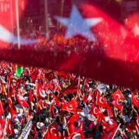 """Istanbul, l'opposizione in piazza Taksim: """"Contro il golpe ma no alla svolta autoritaria di Erdogan"""""""