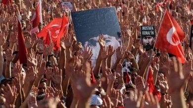 """Istanbul, la Turchia laica in piazza Taksim: """"Contro golpe, no a stretta su diritti""""   foto"""