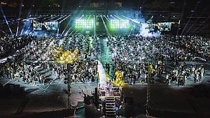 La più grande rockband del mondo In 1200 suonano allo stadio    Leggi