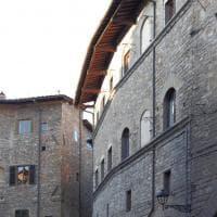 Dal primo ritratto di Dante al mistero della finestra aperta: Firenze insolita e segreta