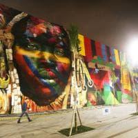 Rio2016, cinque indigeni come i cinque cerchi. Il murale di Kobra per le Olimpiadi