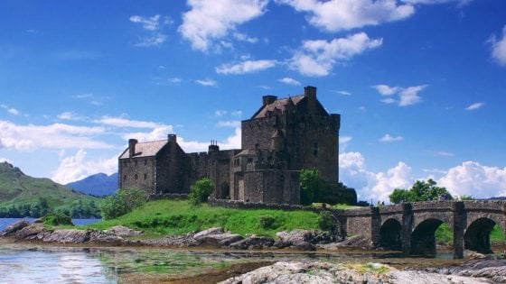 Scozia: natura delle isole, storia delle città, leggende dei laghi